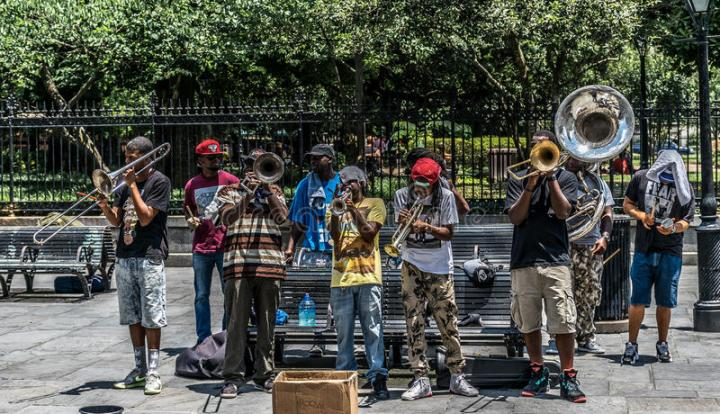 new-orleans-french-quarter-street-jazz-performers-60673802